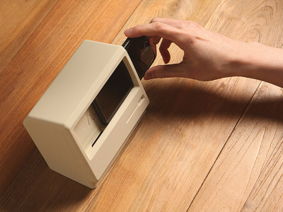 iphone-7-stand-vintage-macintosh-computer